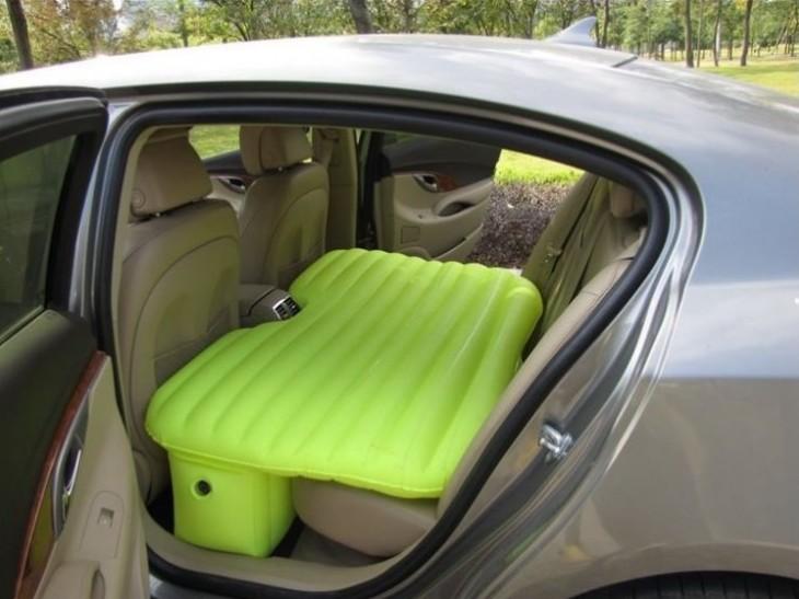 Colchón inflable para poner en los asientos del coche