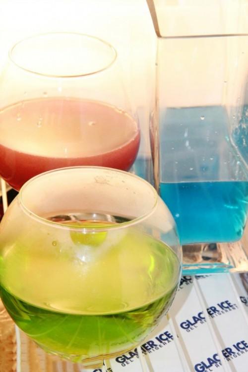 Recipientes con una mezcla de sales con agua