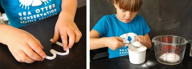 Niña haciendo letras con limpia pipas