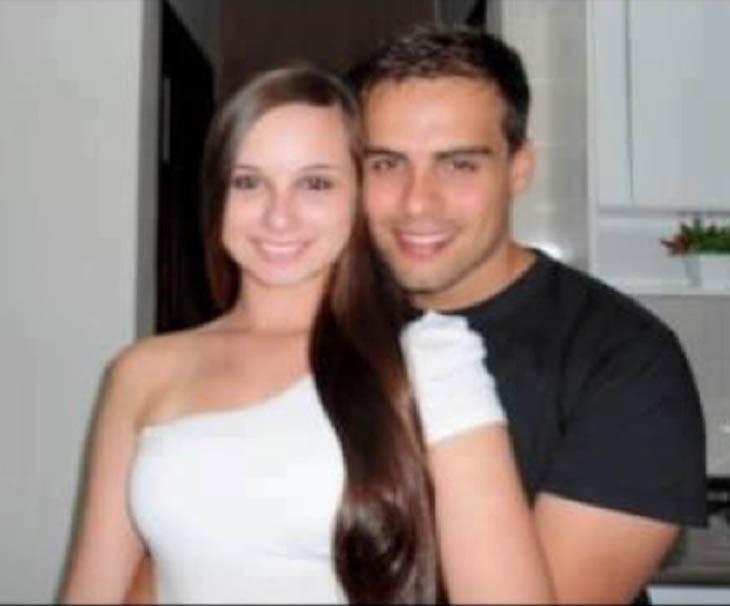 Foto de una pareja en donde el chico parece no tener una mano