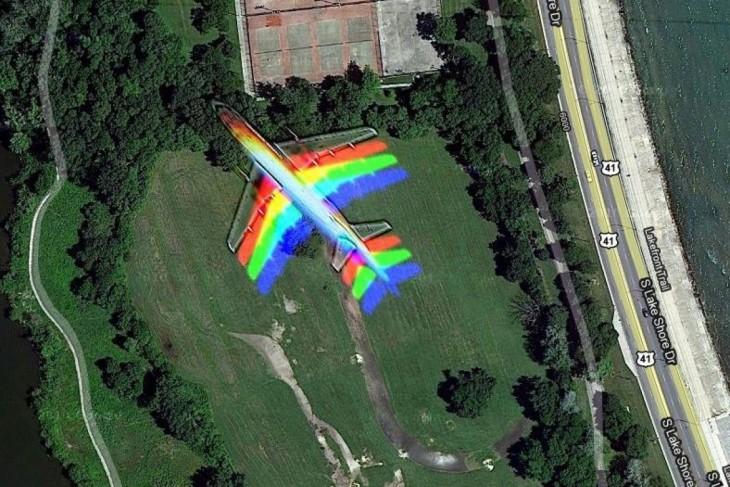 Google Street View capta el vuelo de un avión