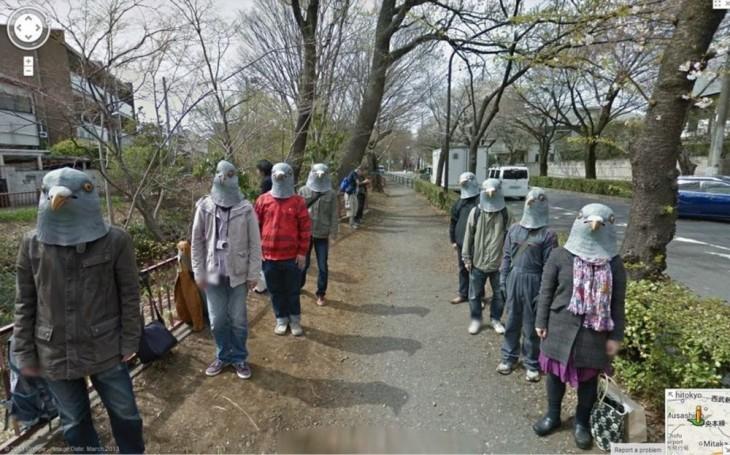 Personas con cabezas de palomas en Japón
