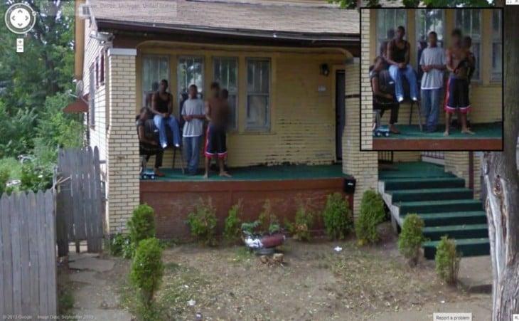 foto de Google Street View donde un chico apunta con una escopeta a Google