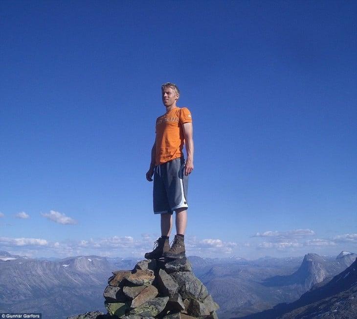Gunnar Garfors sobre una montaña