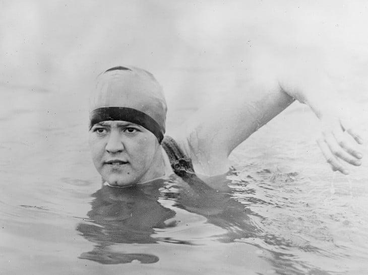 Gertrude Caroline Ederle primer mujer en cruzar nadando el canal inglés