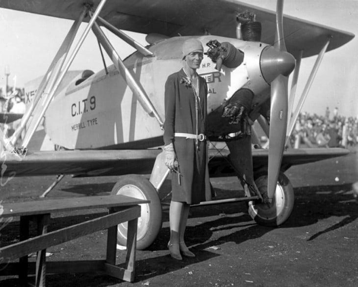 Amelia Earhart primer mujer en volar sola en volar por el Océano Atlántico