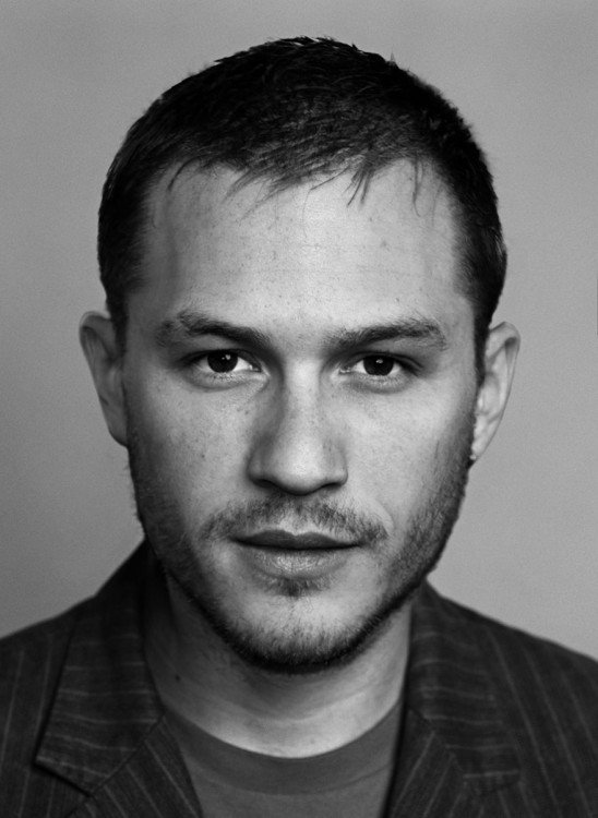 Cara de la combinación de Tom Hardy y Heath Ledger