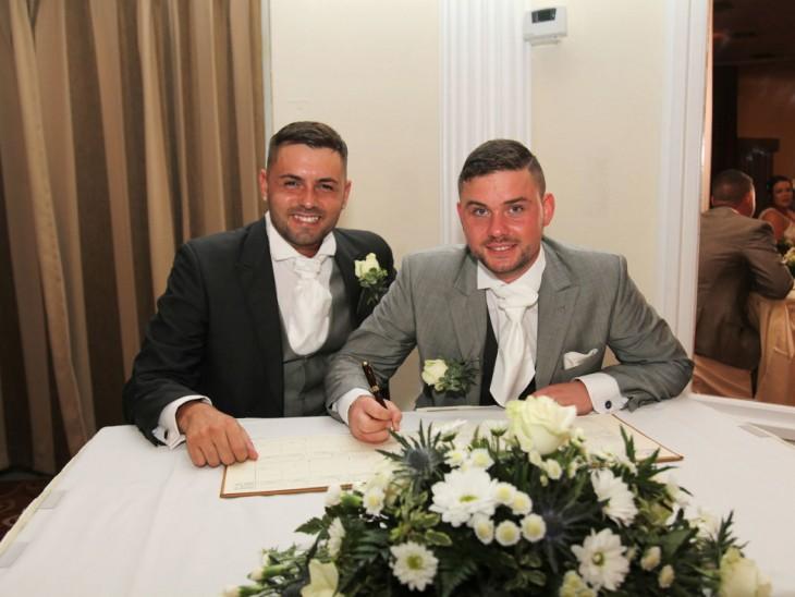 Deri Rogers y Ben Wood pareja gay galesa
