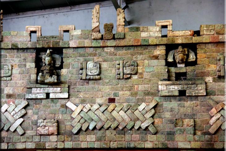Escultura Maya expuesta en las ruinas de Copán
