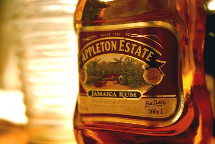 Botella de Ron jamaiquino