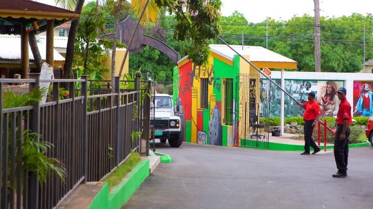 Entrada al Museo de Bob Marley