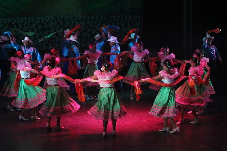 Personas bailando en un evento cultural en Nicaragua