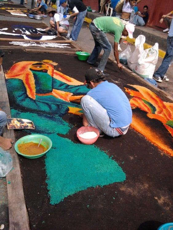 Tradición de las alfombras pasionarias, en León Nicaragua