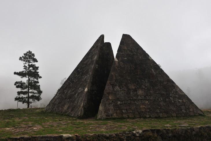 La Pirámide Ciclópea ubicada en el Centro de la Cordillera Central de la República Dominicana