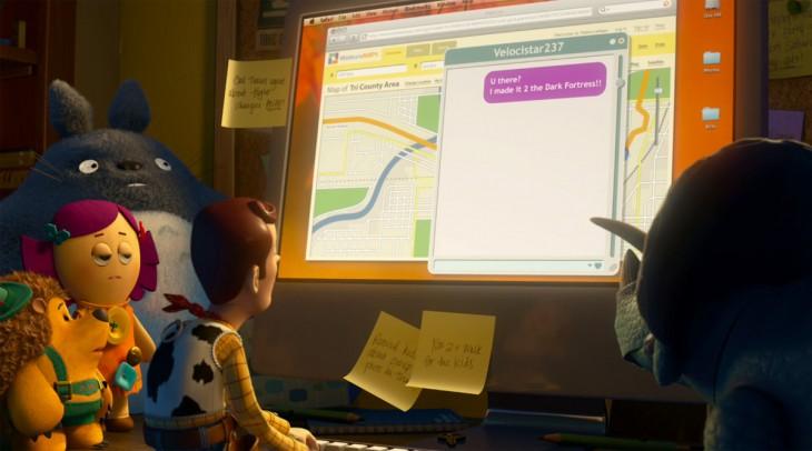Escena de la película Toy Story 3 viendo la computadora