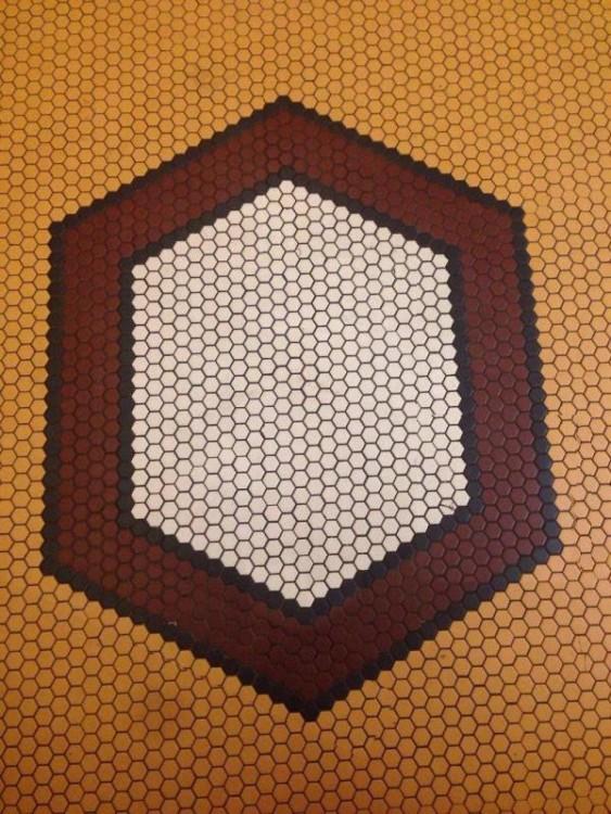 Figura de rombo hecha con círculos de colores