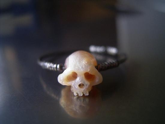 anillo de calaveritas