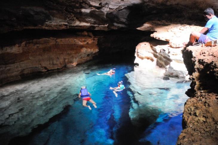 Personas nadando en la Chapada Diamantina, Brasil
