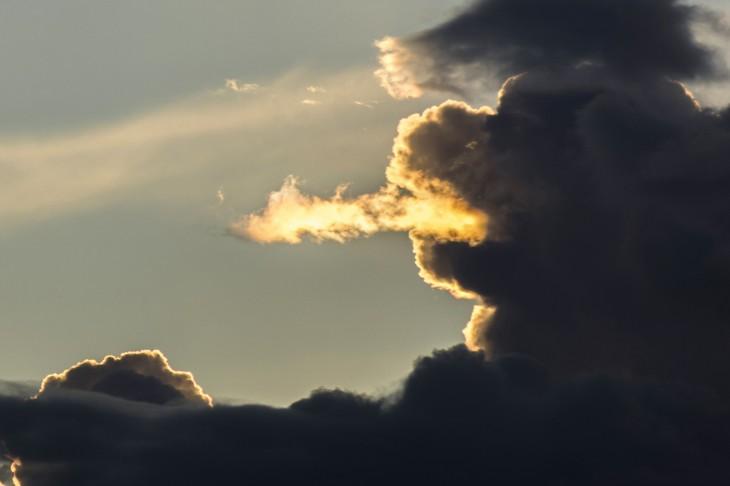 dragon formado con las nubes un homero