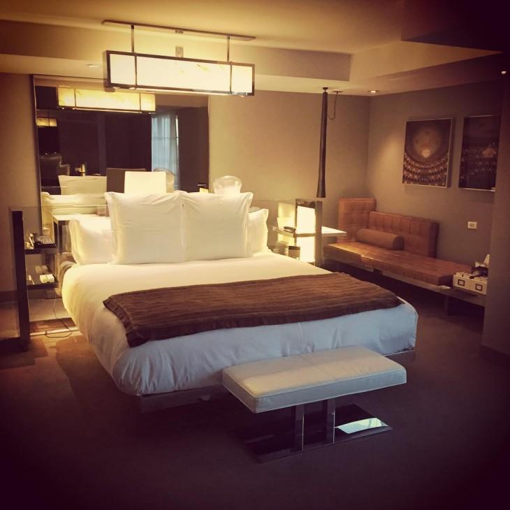 habitación lujosa en algún hotel del mundo