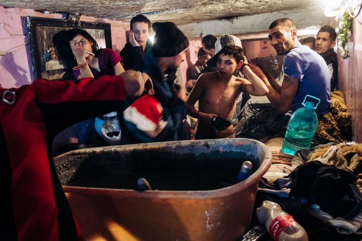 la vida de rumania bajo las alcantarillas
