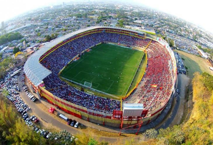 Estadio de Cuscatlán el salvador es el estadio más grande de centroamérica