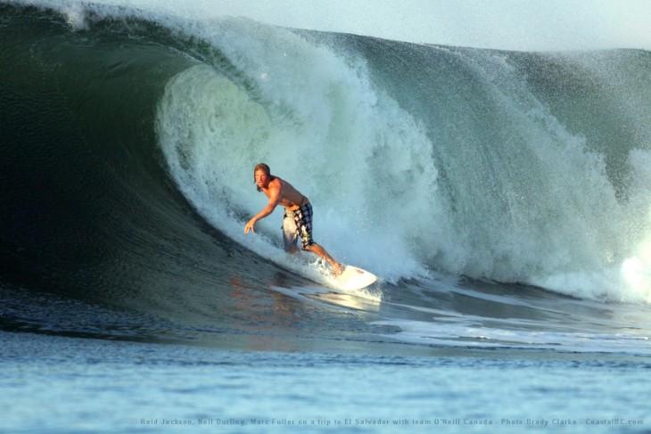 playas del salvador son buenas para surfear y miles de surfistas a nivel mundial buscan sus playas para practicar el deporte