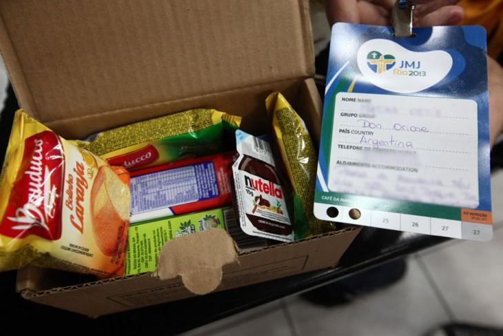 paquete de provisiones en un viaje metidas en un caja