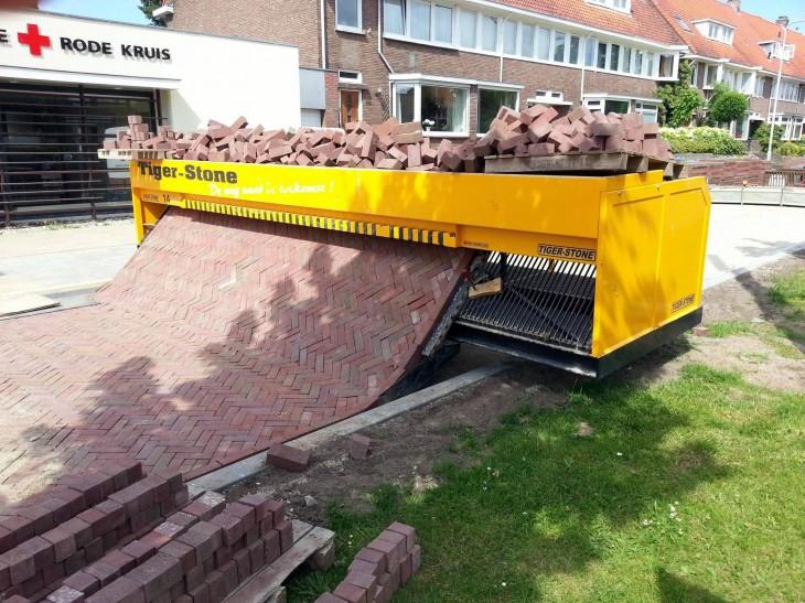 Máquina para adoquinar caminos