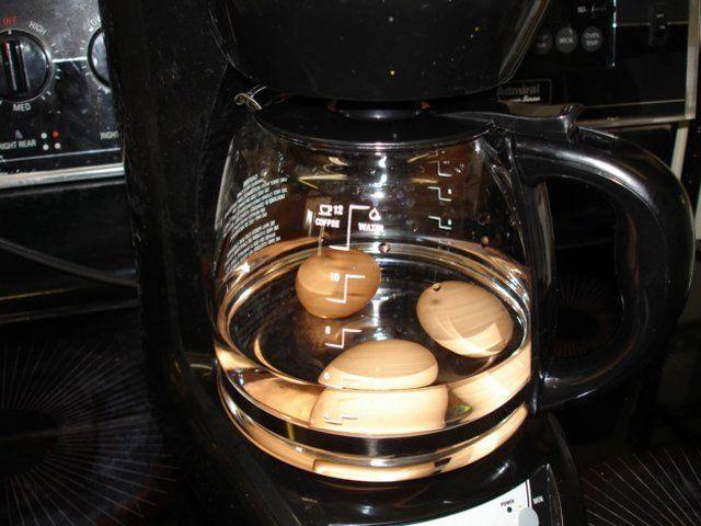 cociendo huevos en la cafetera