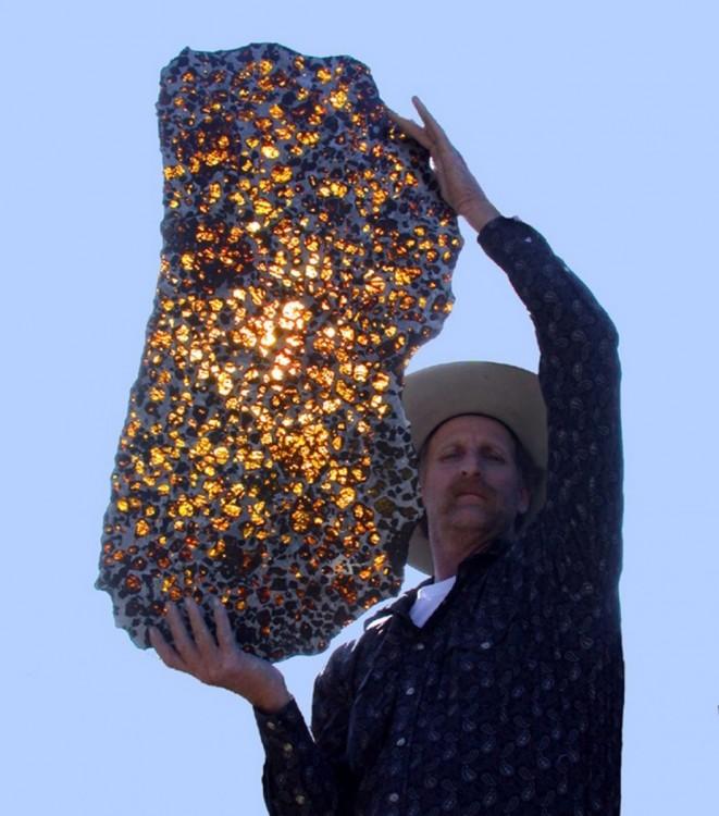 un trozo del meteorito fukang no se debe confundir con el fucking