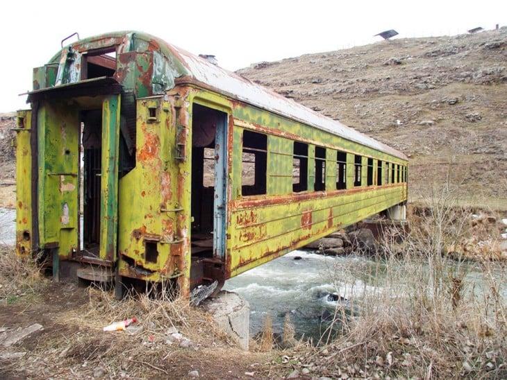 vagon de un tren utilizado como un puente