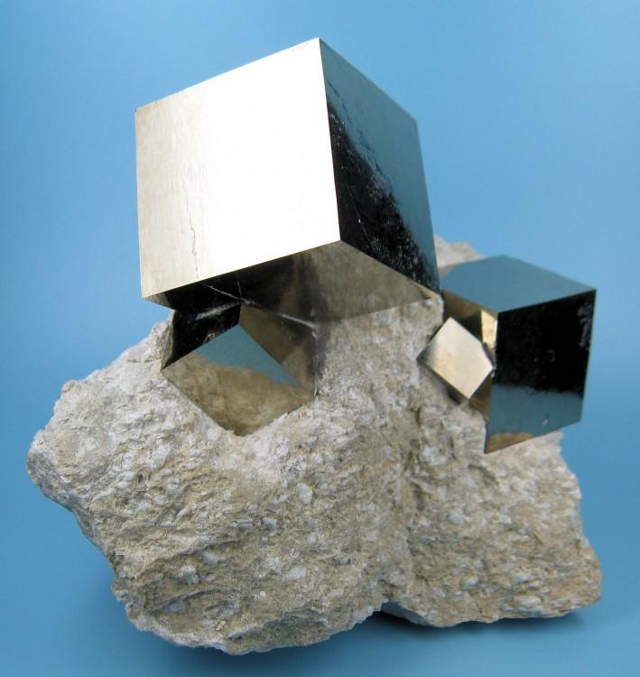 cubos naturales de pirita una piedra semipreciosa
