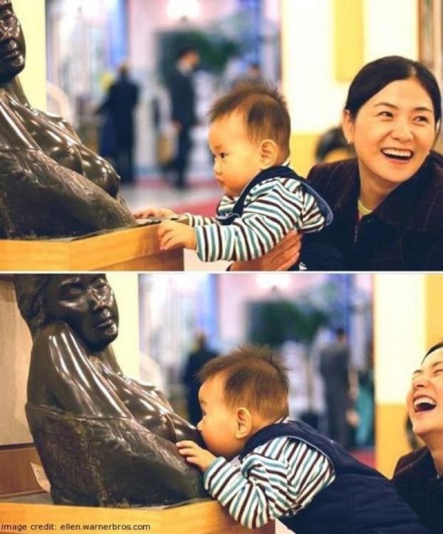 niño que le quiere tomar leche a la estatua