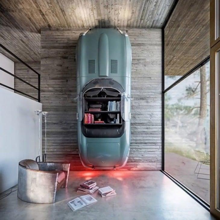 librero hecho con la caparazón de un carro viejo