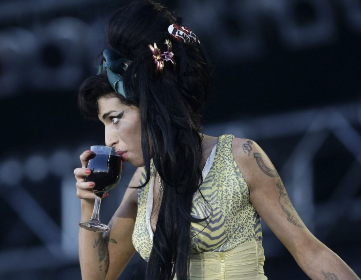 Amy winehouse bebido vino tinto