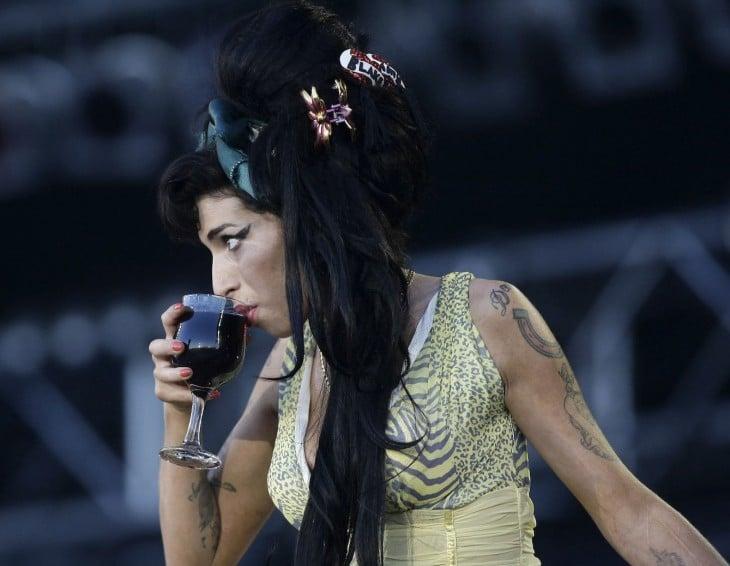 Amy winehouse bebido vino tinto