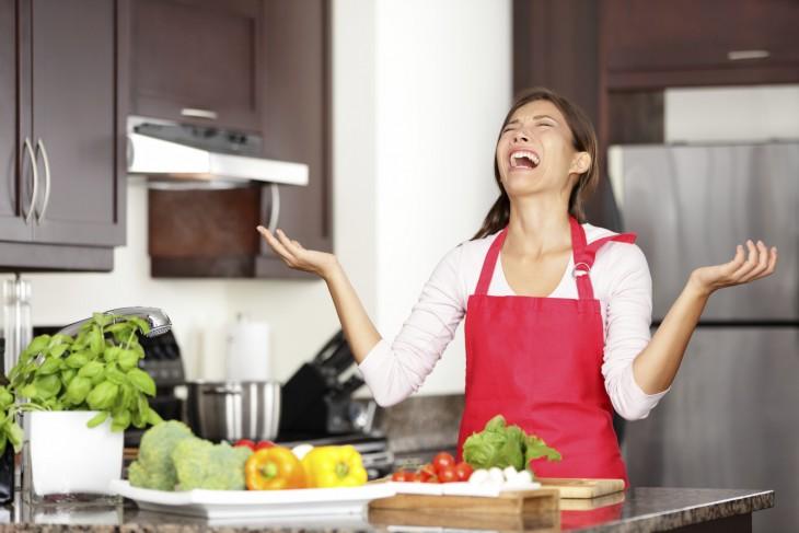 ella odia cuando su esposo defeca en la sopa