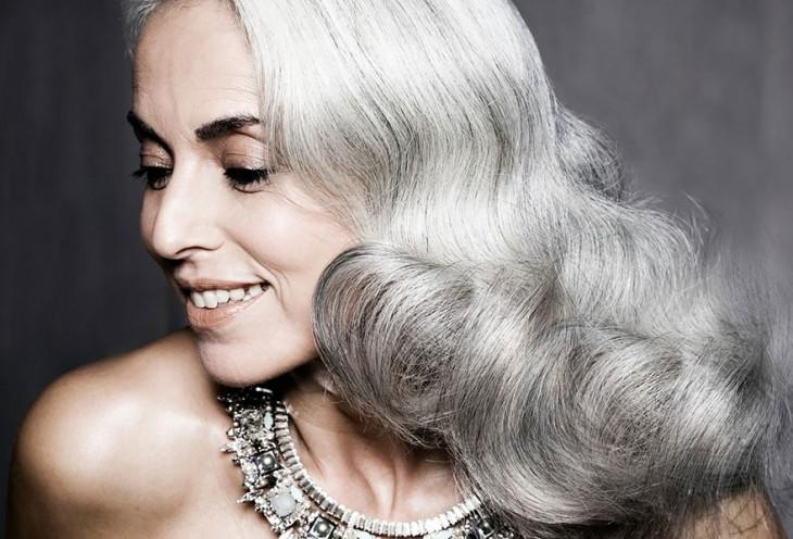 Cara de Yasmina Rossi, la famosa modelo francesa de 59 años