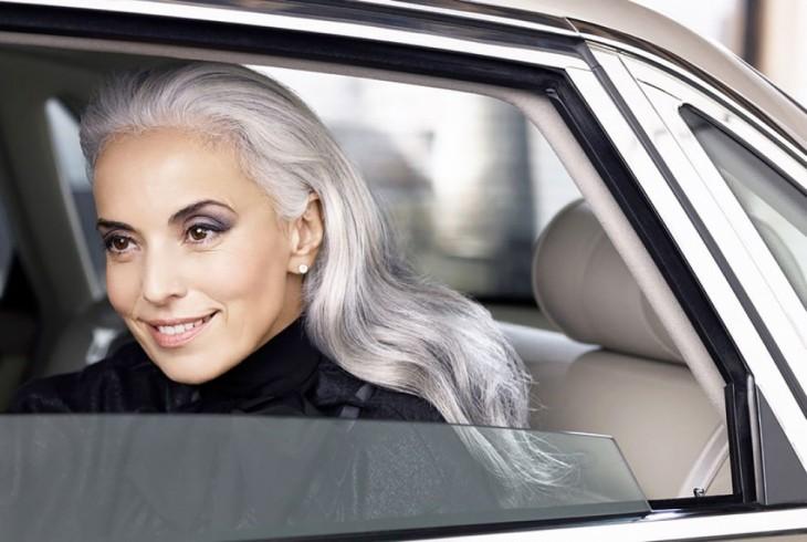 Yasmina Rossi la modelo francesa de 59 años