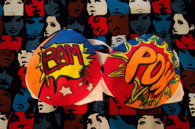 Brasier de historieta con las expresiones Bam Pow