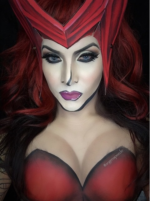Scarlet Witch creada por maquillaje