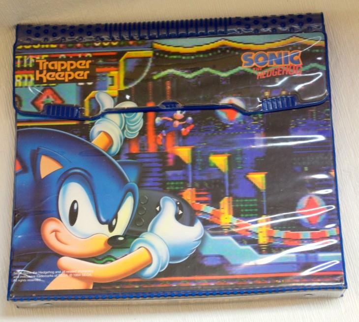 Trapper Keeper de los 90 con el diseño de Sonic