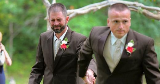 Sorprende al detener la boda he invita a entregar a su hija juntos padre y padrastro