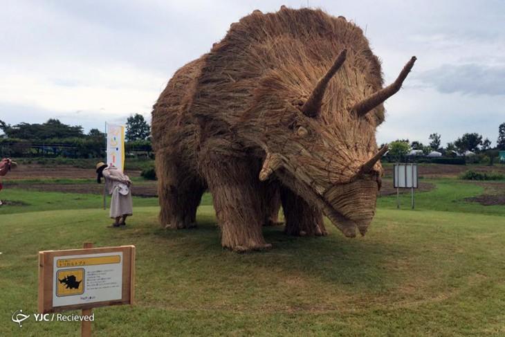 rinoceronte detallado en paja de arroz
