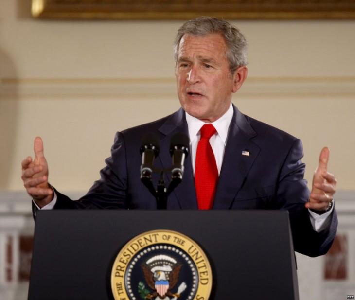 George W. Bush dando un discurso cuando aún era presidente de los Estados Unidos