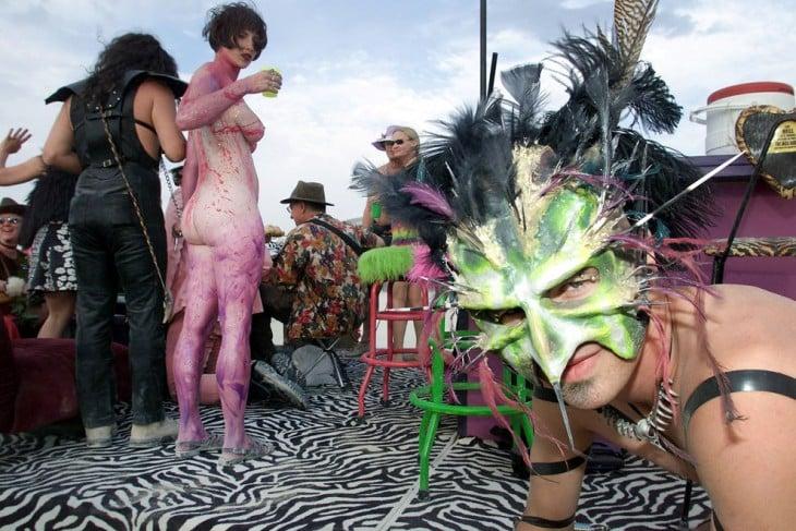 Personas disfrazadas durante el Burning Man Festival