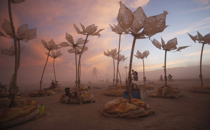 esculturas y expresiones artísticas por los participantes del Festival Burning Man