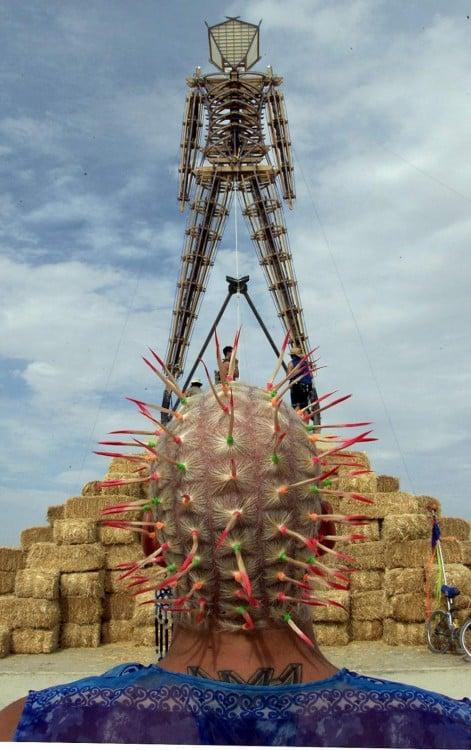 Figura del hombre ardiente centro del festival Burning Man en el desierto Black Rock de Nevada, EUA