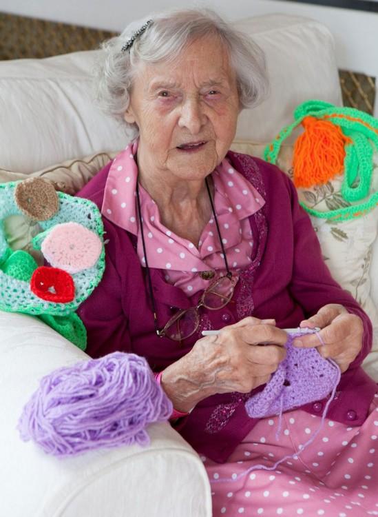 Grace Brett, la artista urbana de 104 años en Escocia